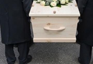 Помощь рабочих на похоронах